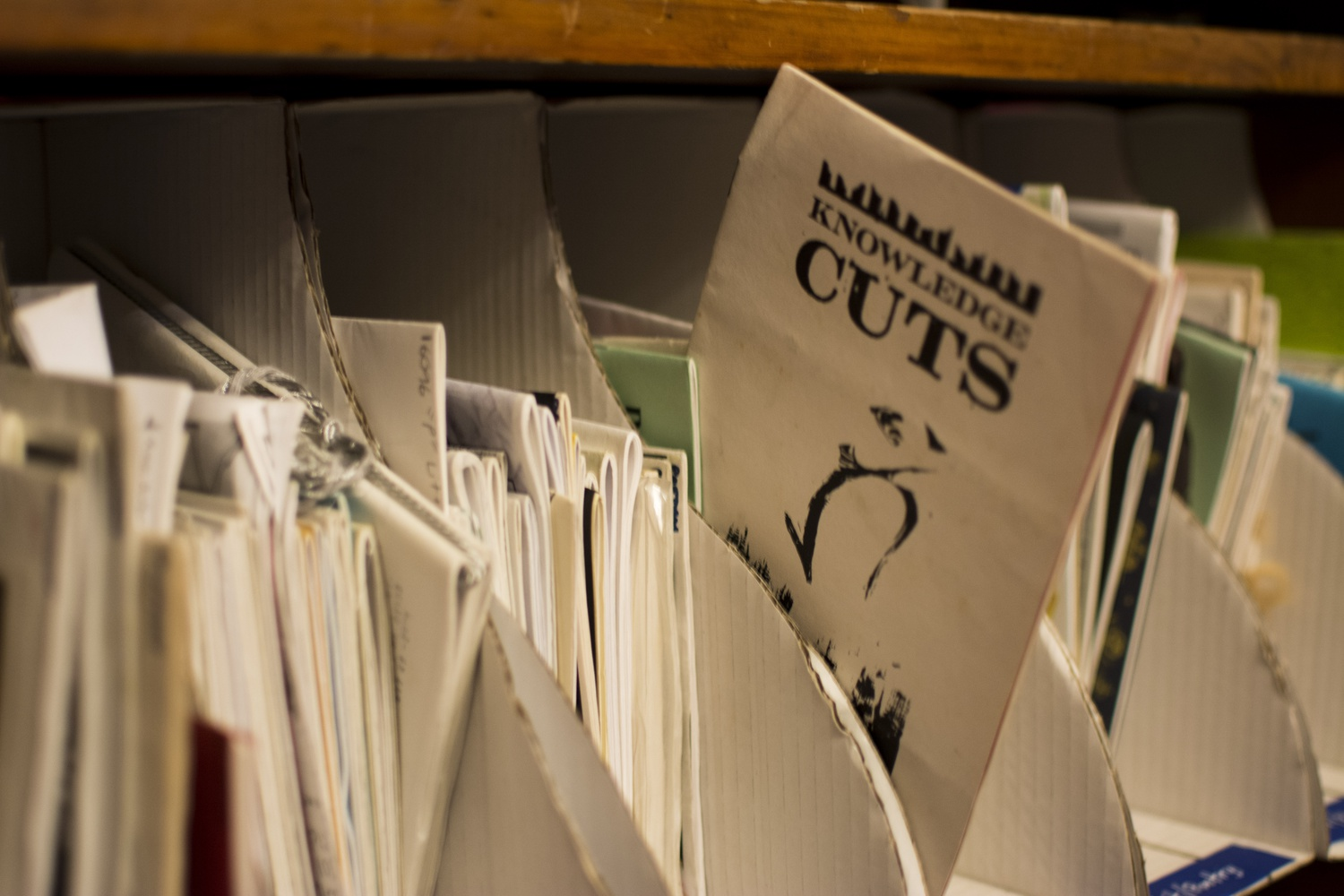 The zines cover a wide variety of topics, from politics to cooking and bikes. They are grouped in binders for easier consultation.