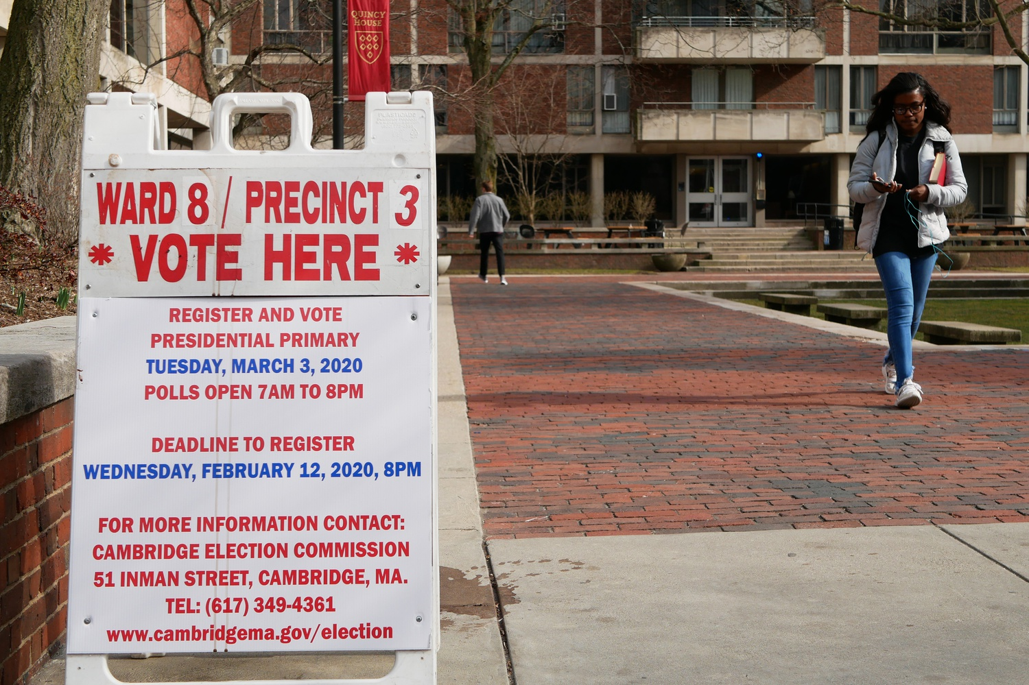A voter registration signpost stands in Quincy House's courtyard on a sunny Tuesday afternoon.
