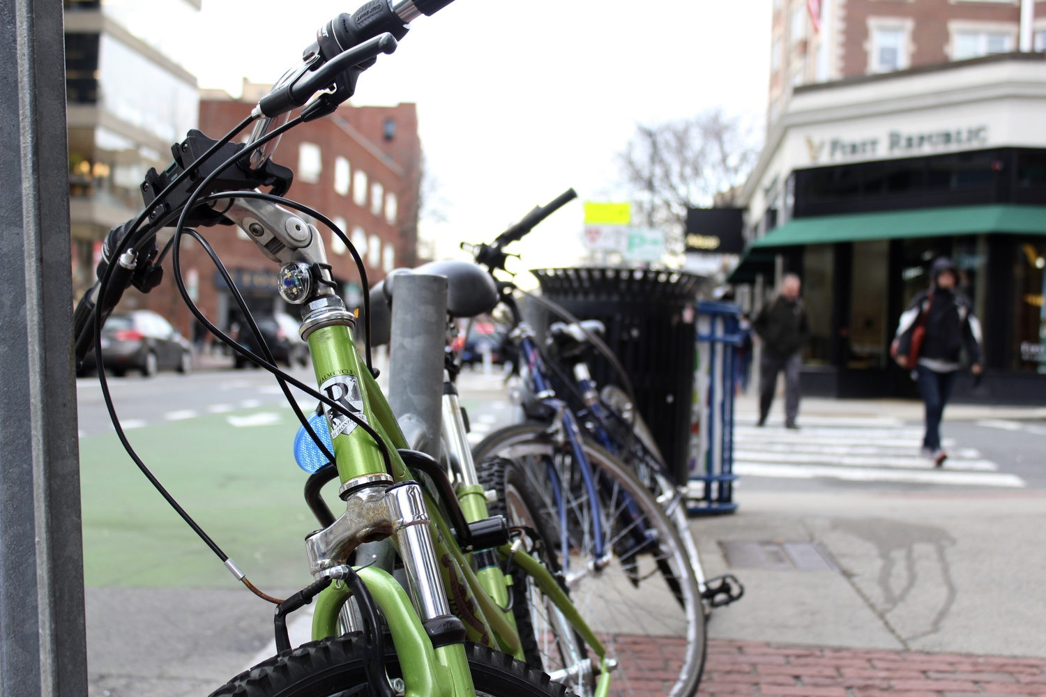 A bike sits alongside Brattle Street on a temperate Tuesday afternoon.