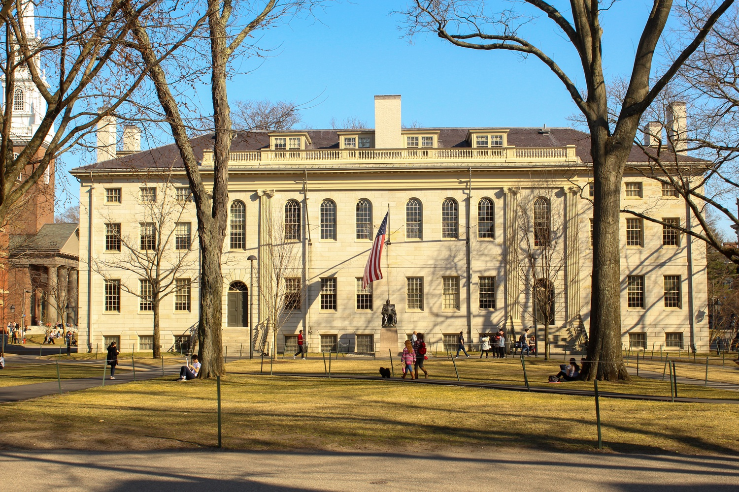 University Hall houses several administrative offices, including those of the Faculty of Arts and Sciences and Harvard College.