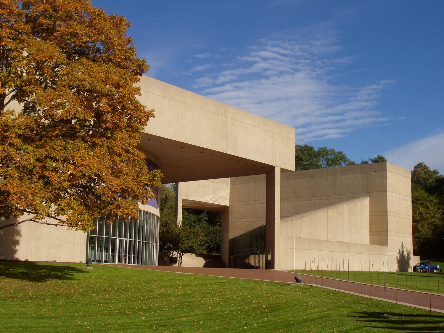 The Paul Mellon Arts Center at Choate Rosemary Hall in Wallingford, Connecticut, designed by Pei.