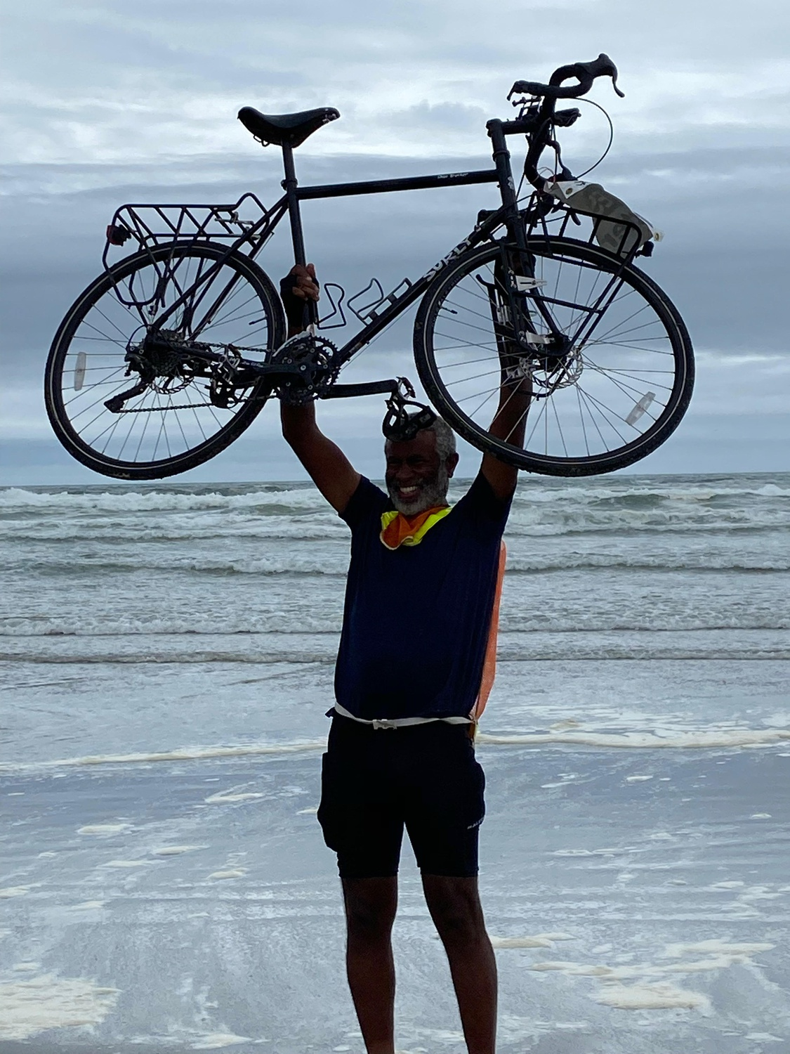Harvard Organismic and Evolutionary Biology Professor Scott V. Edwards '86 completes his solo, cross-country bicycle trip.