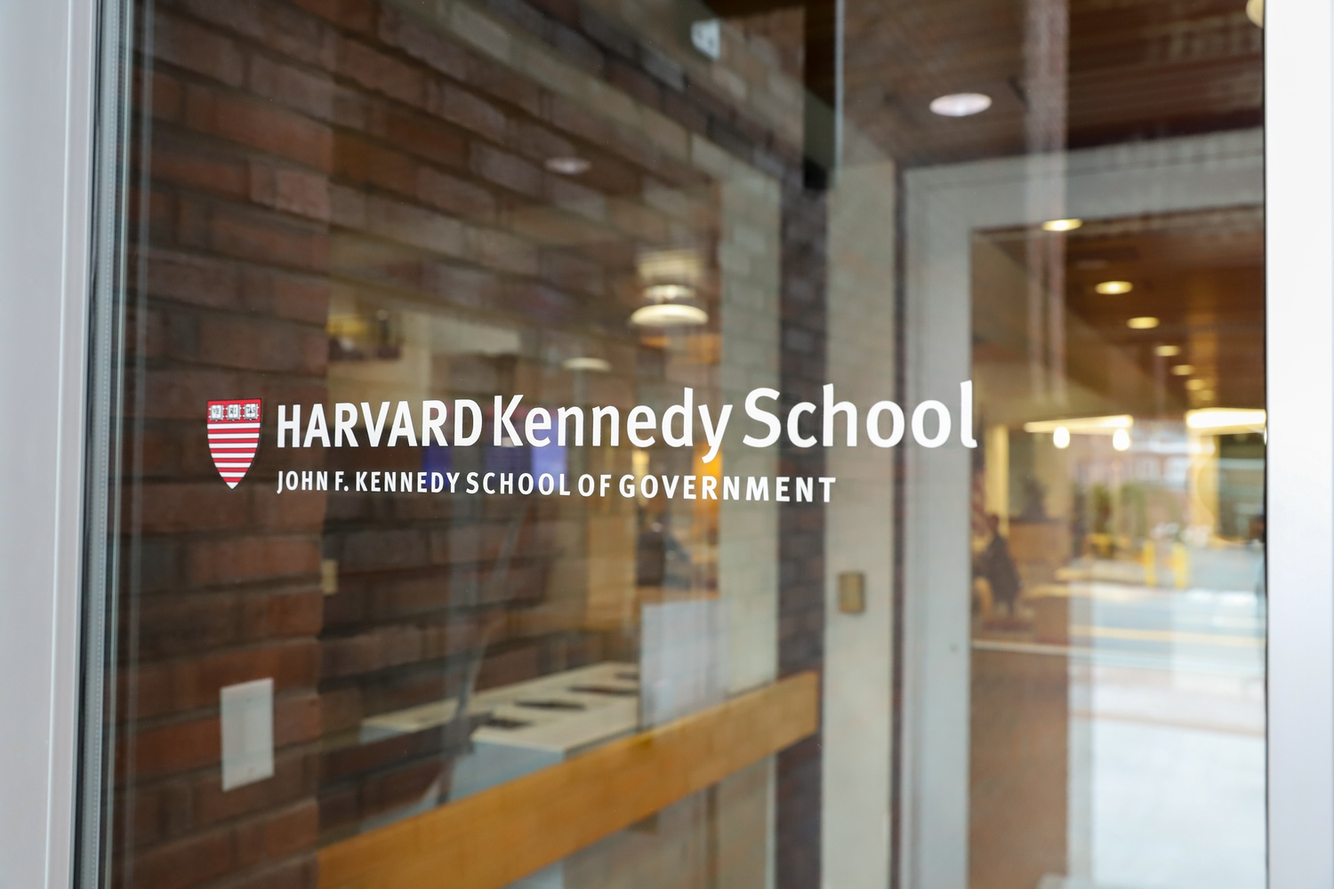 The Kennedy School announced Wednesday that it plans to offer a hybrid of in-person and online classes for its students for the spring semester, prioritizing in-person class spots for students who do not currently hold U.S. visas.