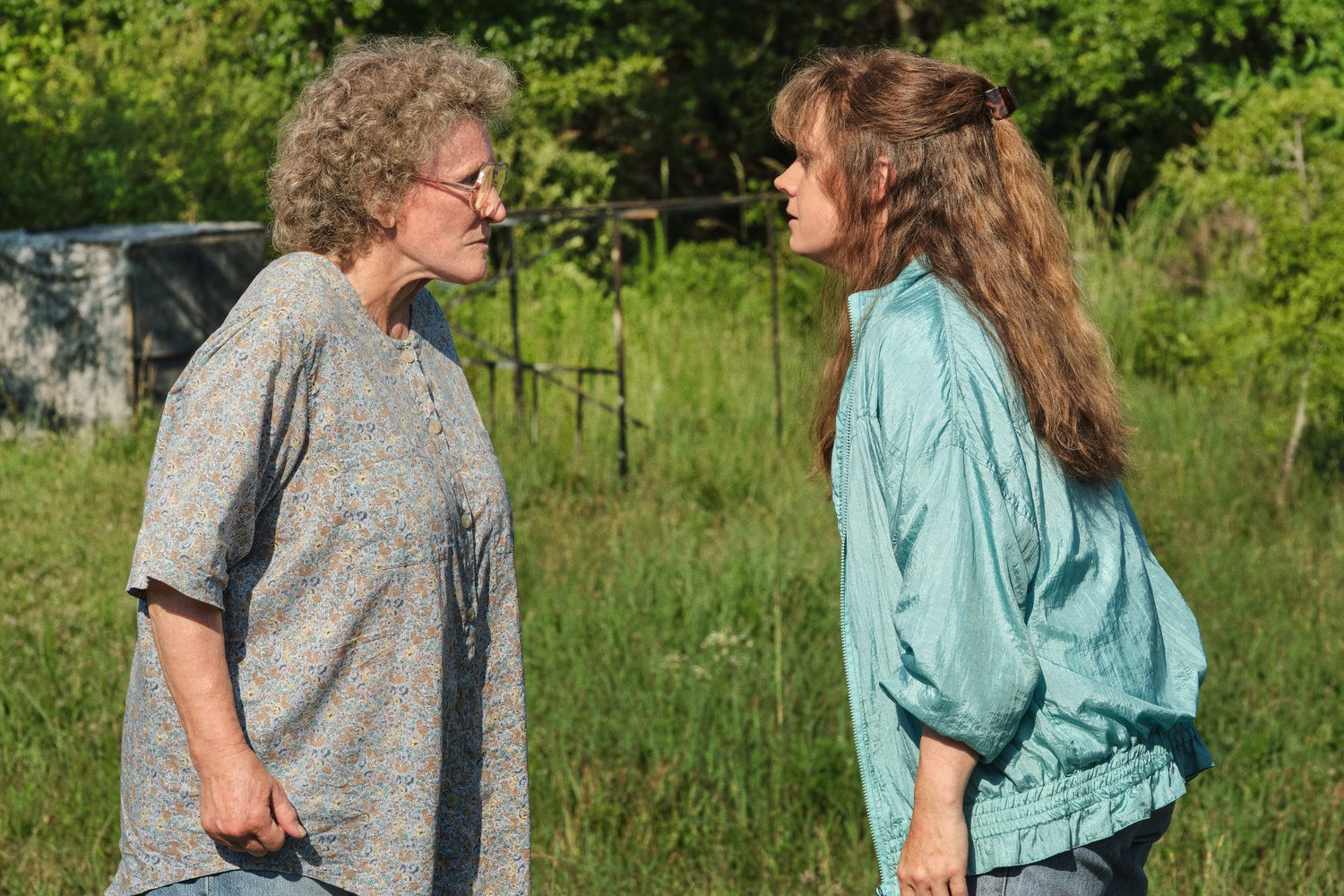 """Glenn Close (left) stars as Mamaw and Amy Adams stars as Bev in """"Hillbilly Elegy"""" (2020), directed by Ron Howard."""