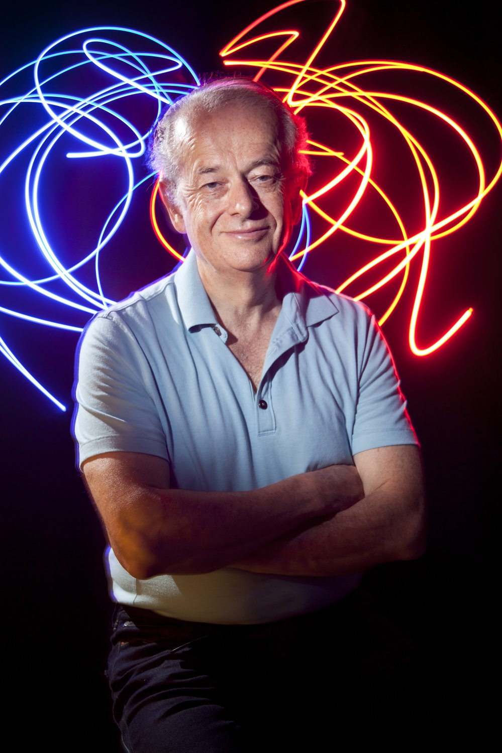 Harvard Applied Physics professor Federico Capasso was awarded one of the top honors in optics on Thursday.