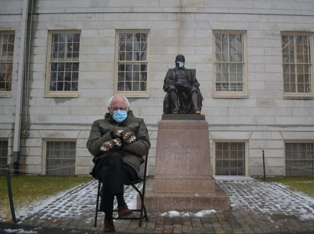 Bernie Sanders and John Harvard Statue