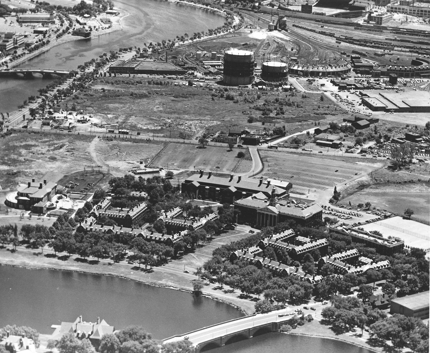 By the 1950s , Harvard had already constructed its business school across the Charles. Western Ave (running right to left across center), however, remained largely barren. The current site of Harvard's SEAS Complex would be dead left from center in this photo.