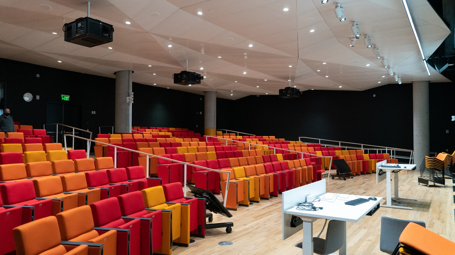The SEC's largest lecture hall seats 300 occupants. It features its own audiovisual control room, projectors, and chalkboards.