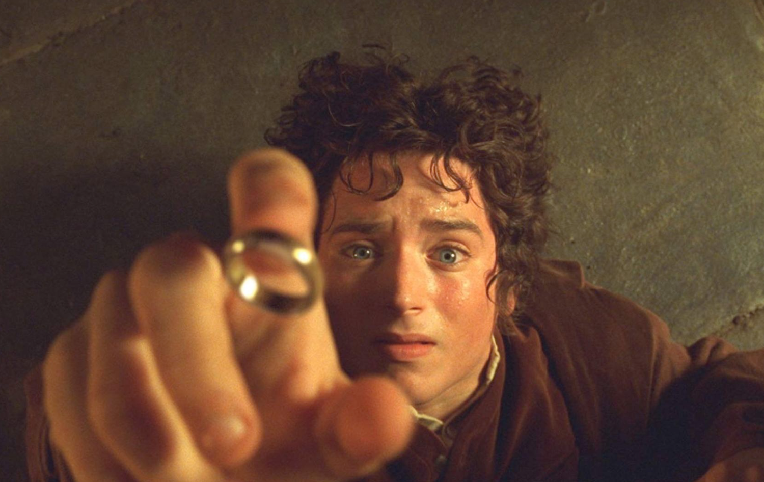 "Howard Shore scored ""The Lord of the Rings: The Fellowship of the Ring"" (2001), directed by Peter Jackson."