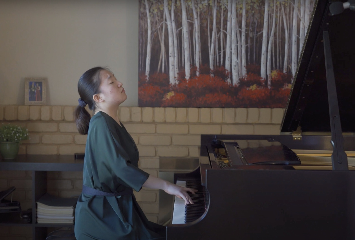 Catherine B. Huang '24 plays Chopin in the Harvard Piano Society's Spring Recital.