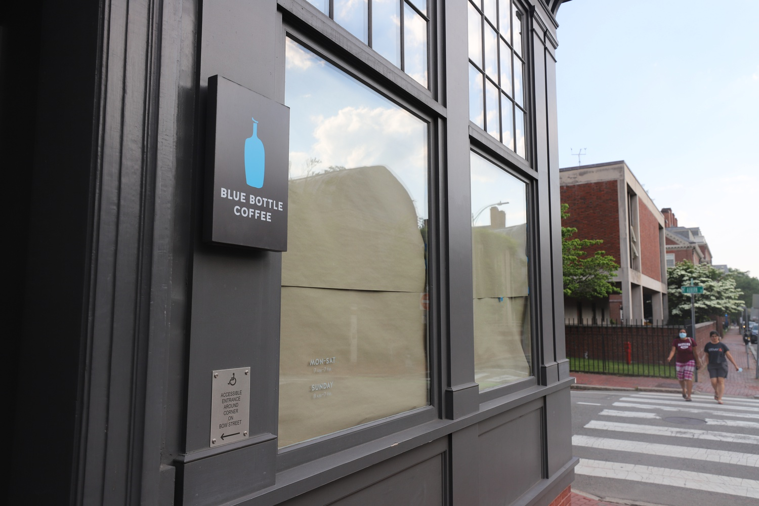 Blue Bottle Coffee in Harvard Square permanently closed its doors last month.