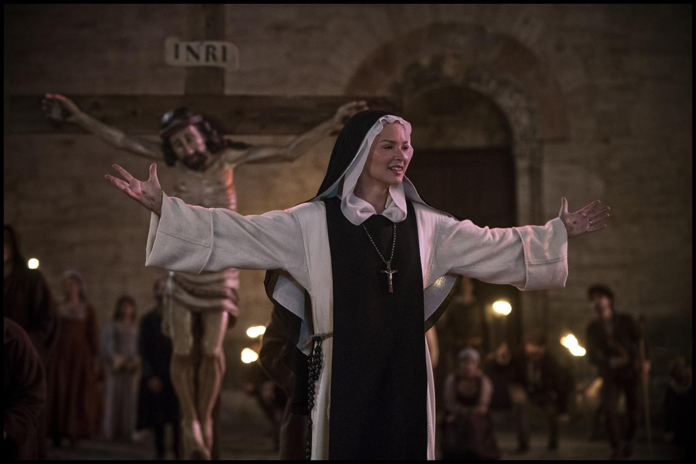 Benedetta (Virginie Efira) in front of a crucifix