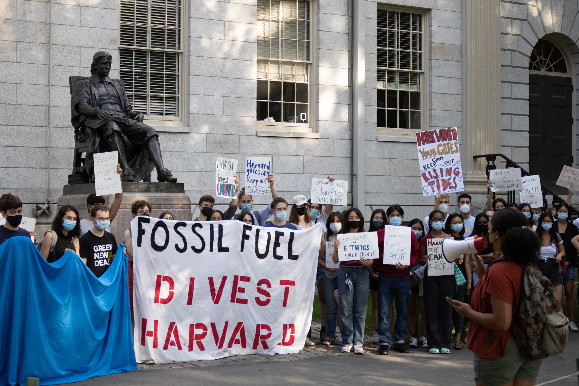 Harvard Will Move to Divest its Endowment from Fossil Fuels | News | The Harvard Crimson