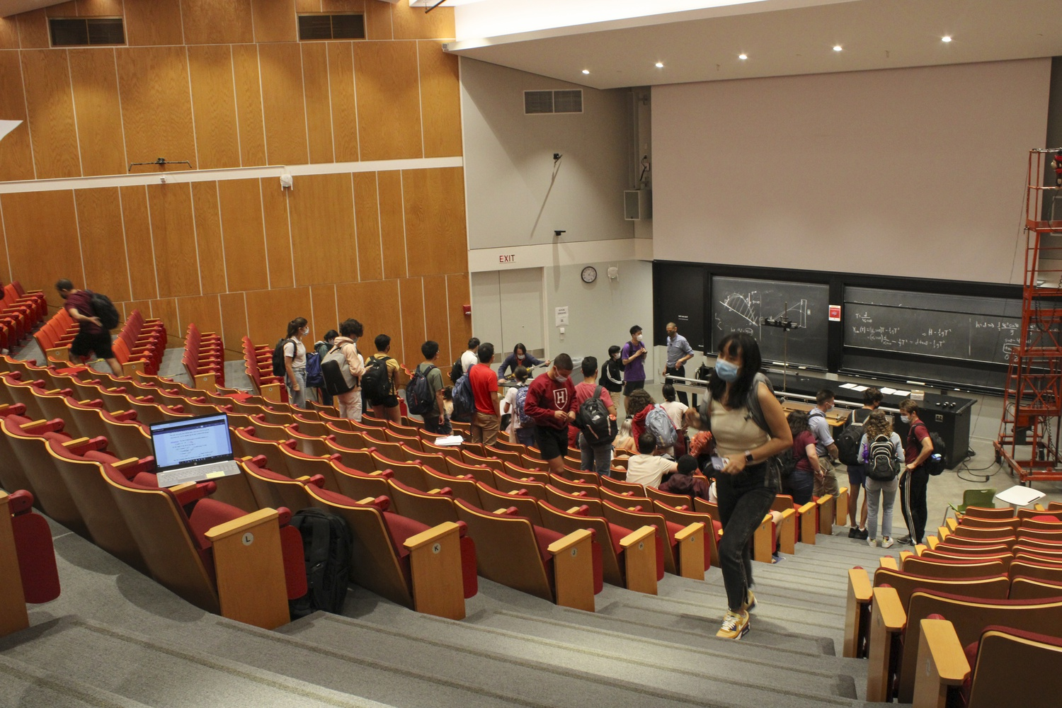 Students pack up at the end of lecture for Phys-Sci 2 in the Science Center.