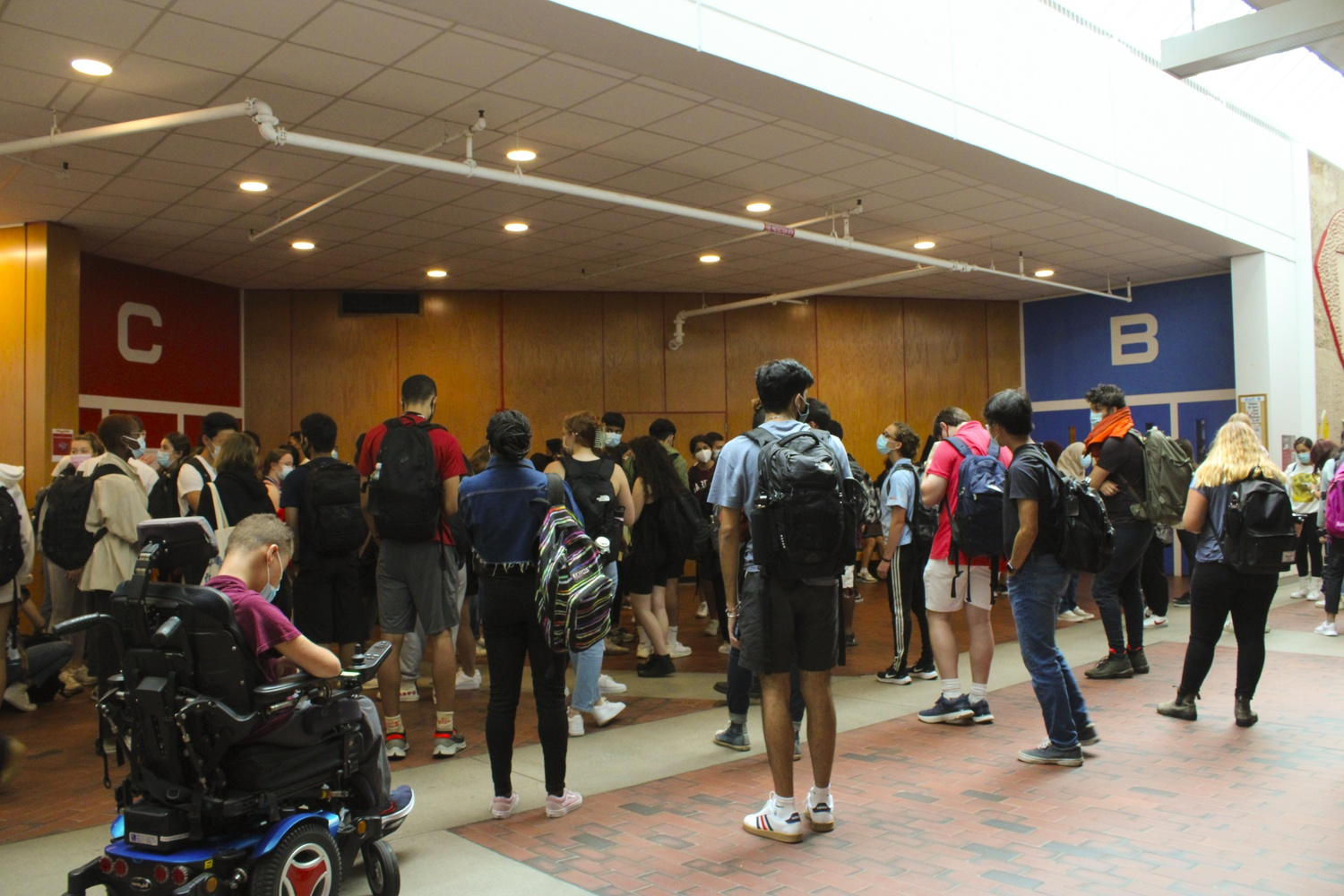 Students wait outside of lecture hall C for Life Sciences 1a in the Science Center.