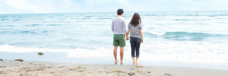 Holding_hands_5