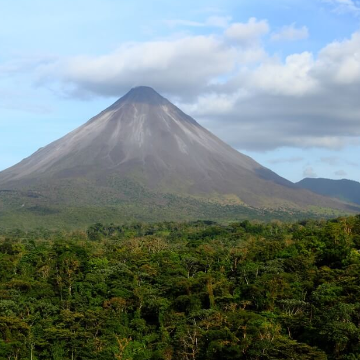 Arrival to San José and transport to Arenal