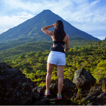 Hanging Bridges Hike and Arenal Volcano Expedition with Hot Springs and Dinner