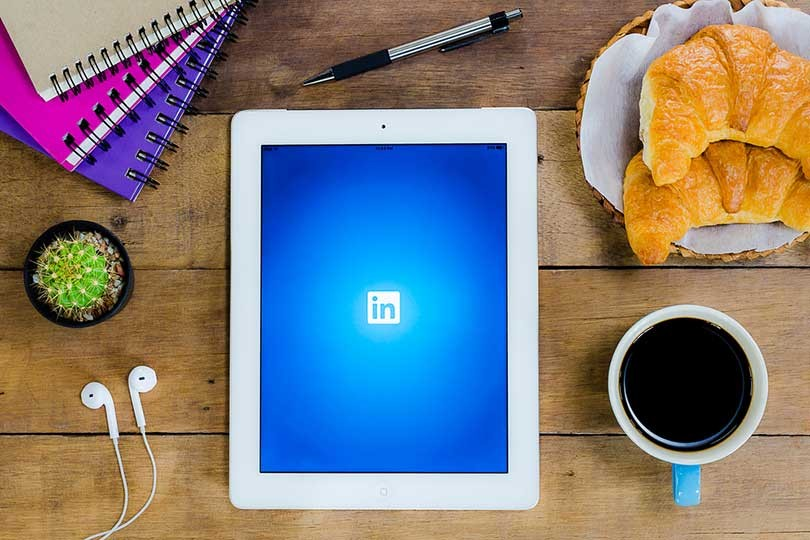 how to make a post on linkedin about job searching