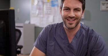 do-male-nurses-make-more