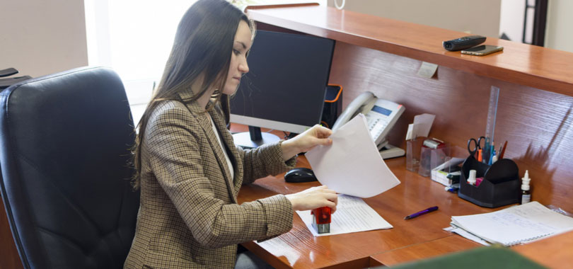 how to become a legal secretary