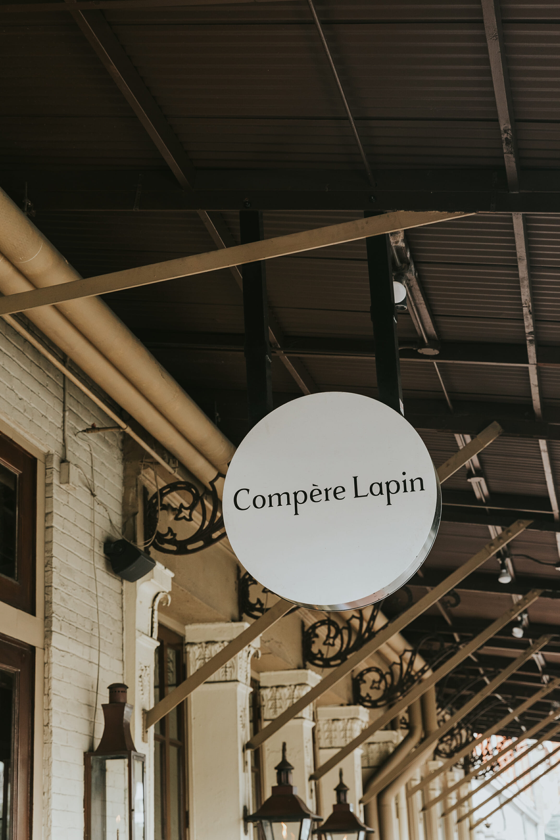 compere lapin restaurant sign