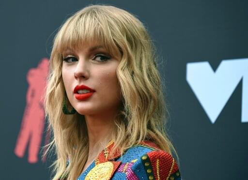 Taylor Swift Just Donated $10,000 to Fan!
