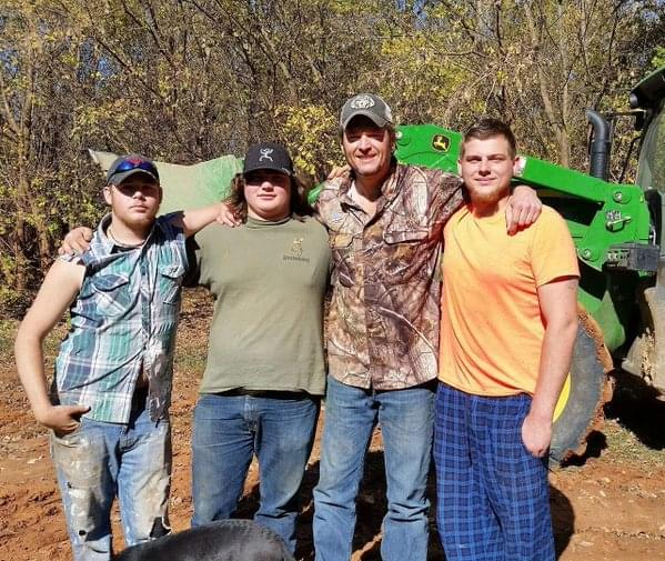 Blake Shelton Rescues Four Muddy Men…With A Little Help From Betty!