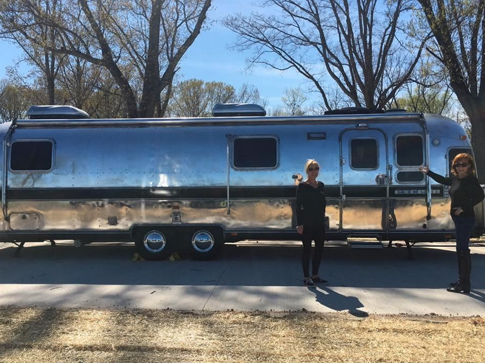 Thanks to Ronnie Dunn, Reba Is the Queen of Her Own Travel Trailer