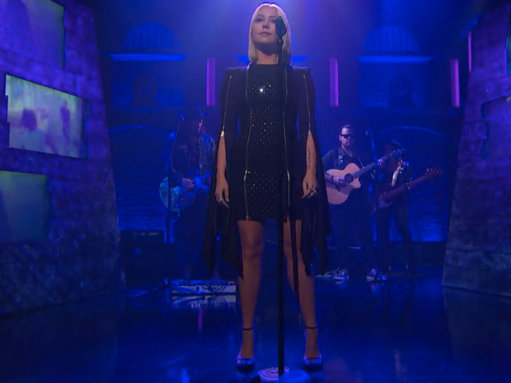 """Watch RaeLynn Make Her Late-Night TV Debut by Singing """"Love Triangle"""" on """"Seth Meyers"""""""