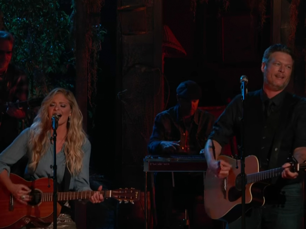 """Watch Blake Shelton Duet """"There's a Tear in My Beer """" & """"Dancing in the Street"""" With """"The Voice"""" Team Members"""
