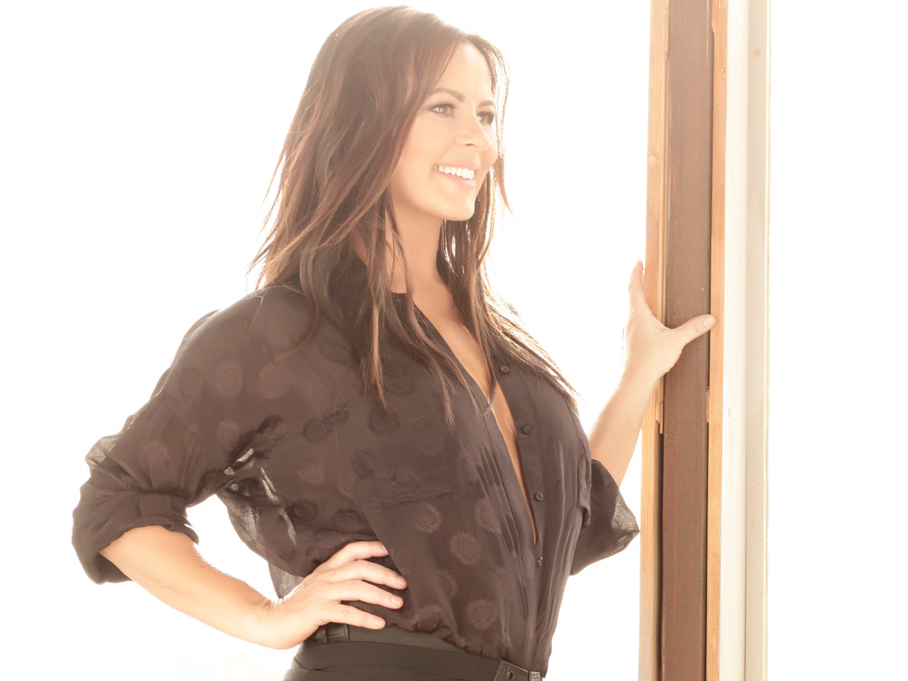 """Exclusive Premiere: Listen to Sara Evans Sing """"Long Way Down"""" From New Album, """"Words,"""" + Hear the Story Behind the Song Choice"""