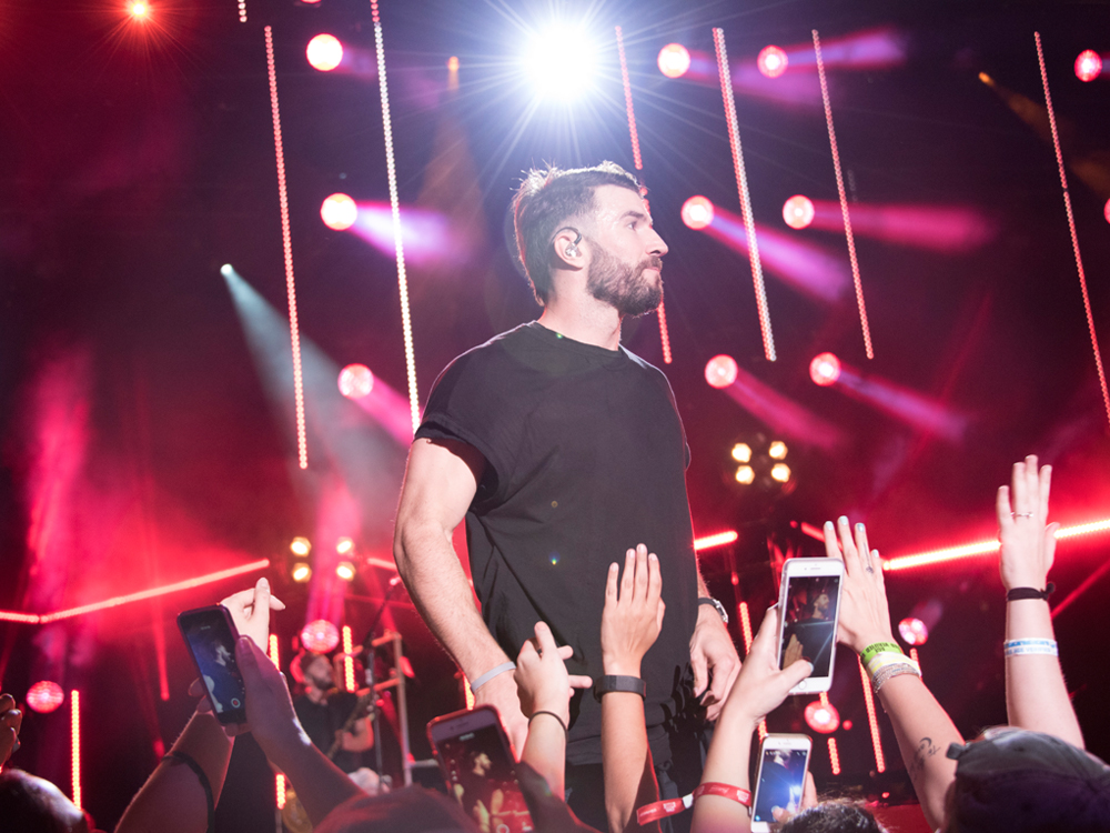 "Sam Hunt's ""Body Like a Back Road"" Breaks Record for Most Weeks Atop Billboard's Hot Country Songs Chart"