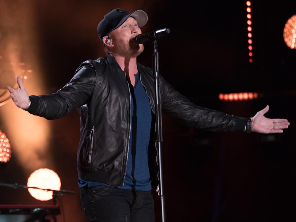 """Streak On: Cole Swindell Earns 7th Consecutive No. 1 Single With """"Flatliner"""""""