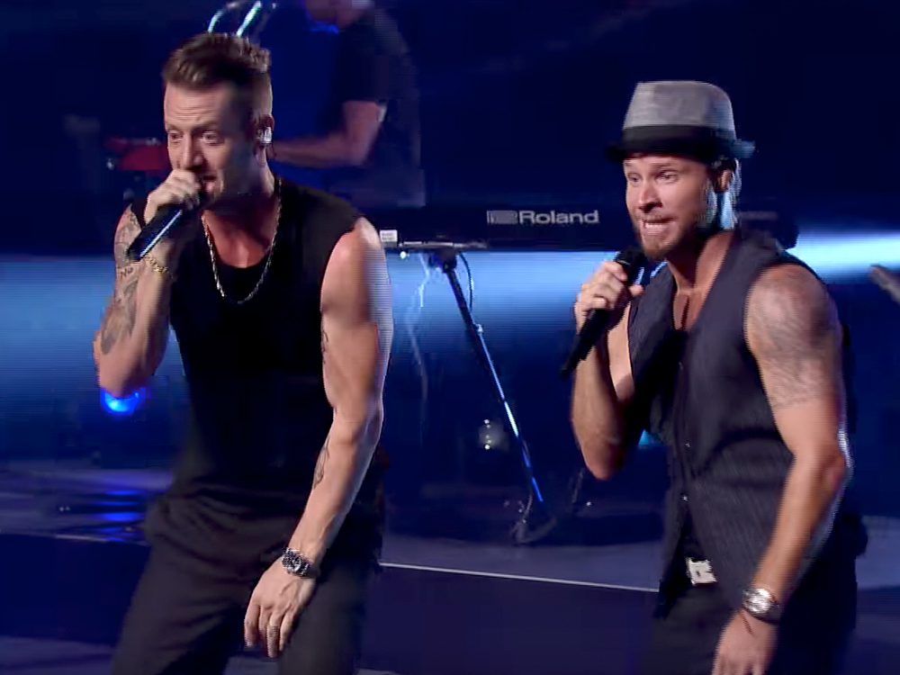 """Watch FGL + Backstreet Team Up for a #SleevesOptional Performance of """"Everybody"""" on """"CMT Crossroads"""""""