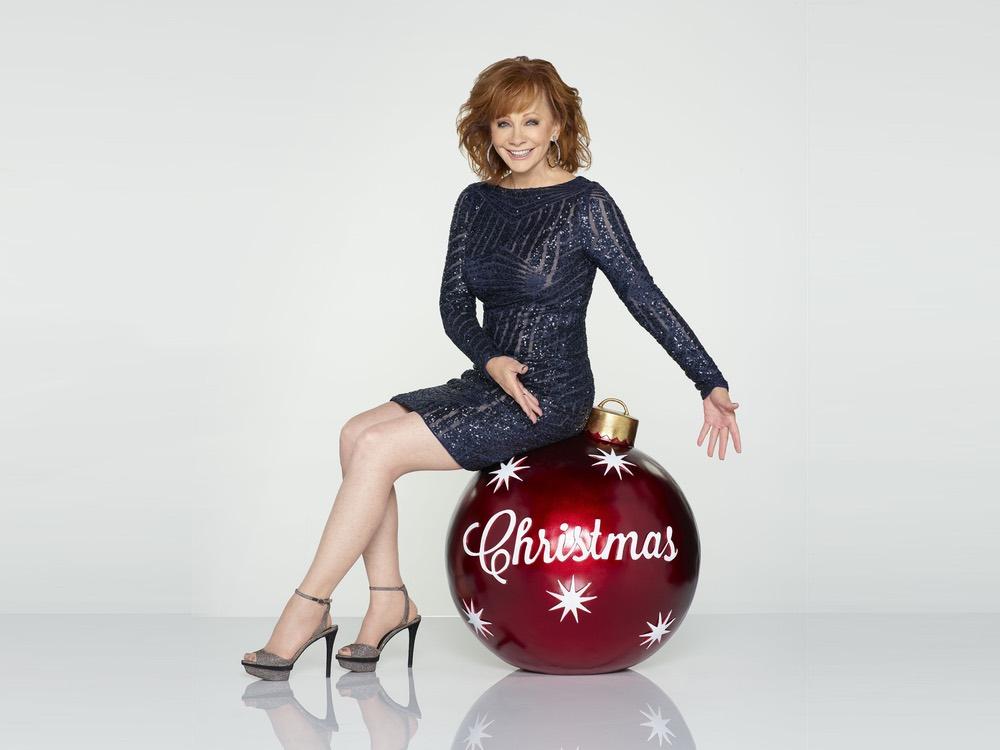 """Luke Bryan, Alan Jackson, Reba, Lady A, Chris Young, LBT & More to Headline """"CMA Country Christmas"""""""