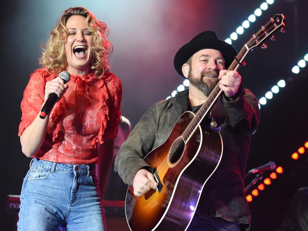 """Sugarland Reveals Art, Track Listing & Collaboration With Taylor Swift on Upcoming Album, """"Bigger"""""""