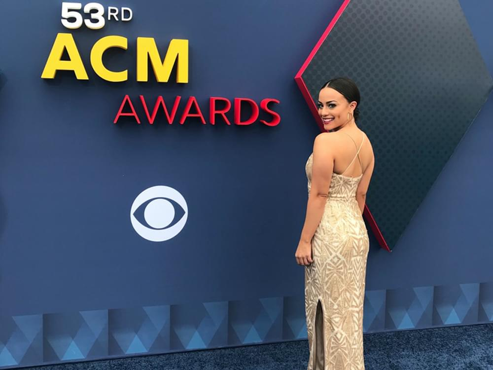 """""""Nash Nights Live"""" Co-Host Elaina Smith Shares Her Behind-the-Scenes Account as 1st Female Voice of the ACM Awards"""