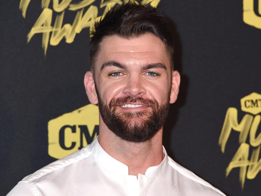 """Dylan Scott Announces """"Nothing to Do Town"""" Tour"""