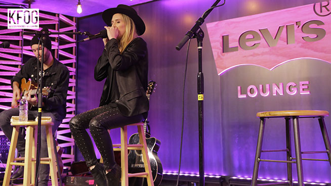 """KFOG Private Concert: ZZ Ward – """"If I Could Be Her"""""""