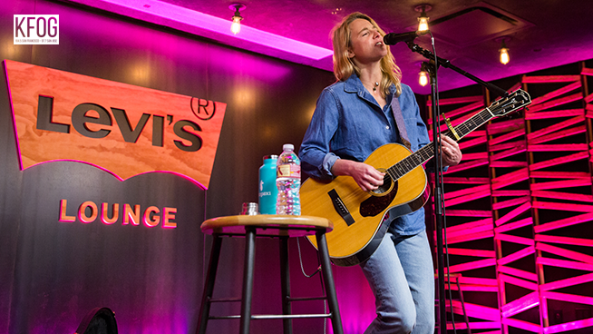"""KFOG Private Concert: Lissie -""""Don't You Give Up On Me"""""""