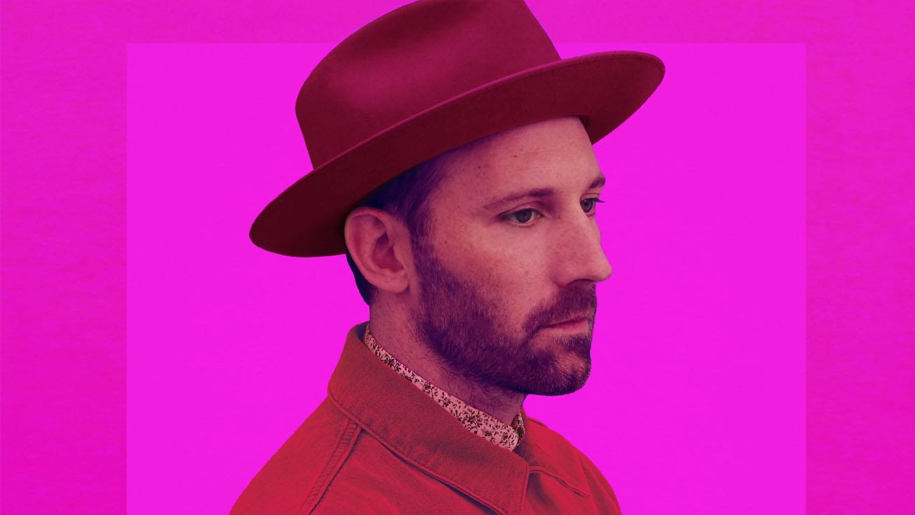 "Mat Kearney plays a stunning ""Nothing Left to Lose"" and ""Kings and Queens"" live"