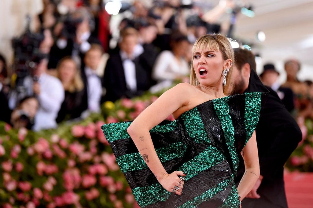Miley Cyrus Caught Kissing Someone Two Weeks After Her Split???? | Q-Daily