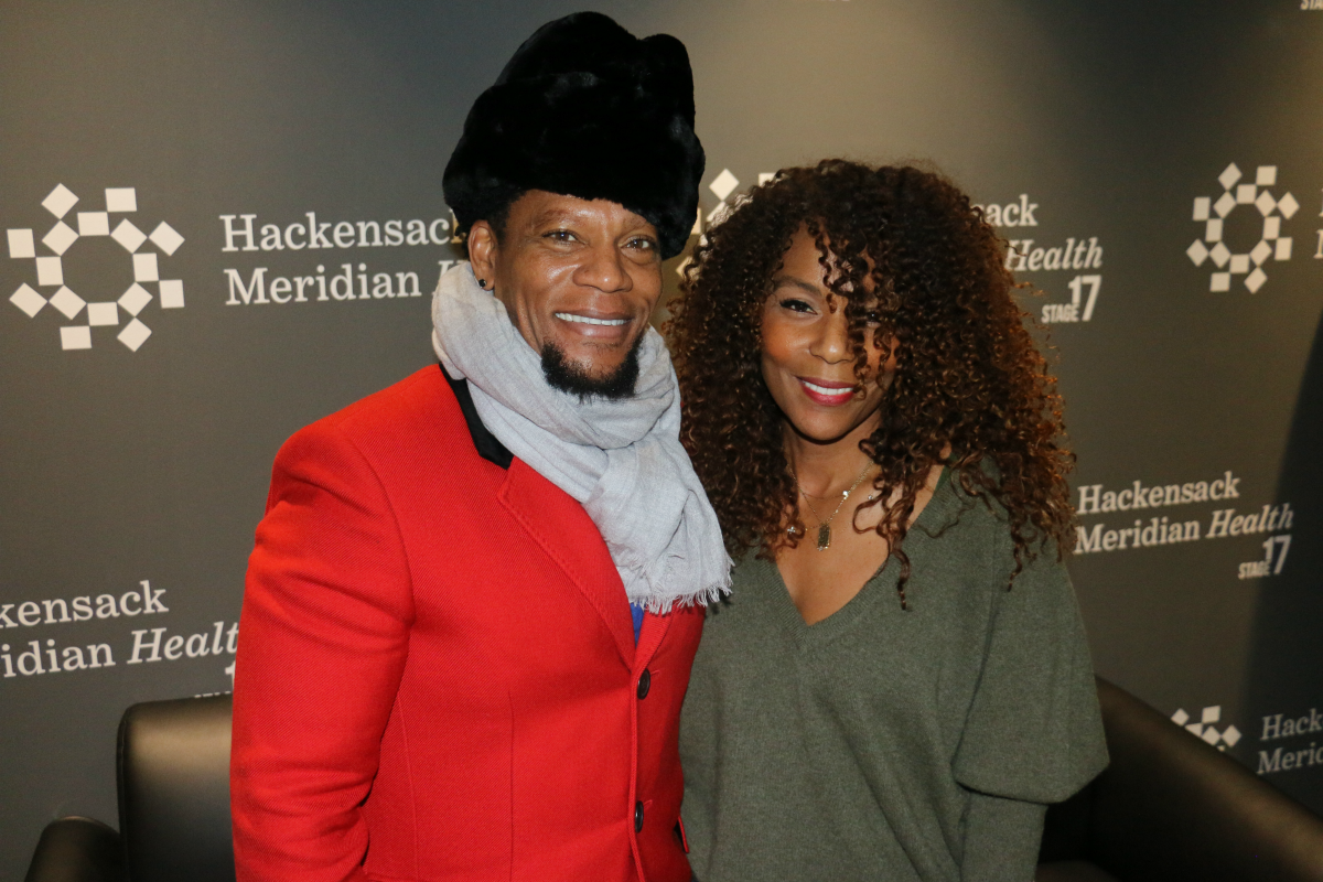 D.L. Hughley talks with Jasmine Sanders in the HMH Stage 17 Artist Lounge! [Exclusive Video]