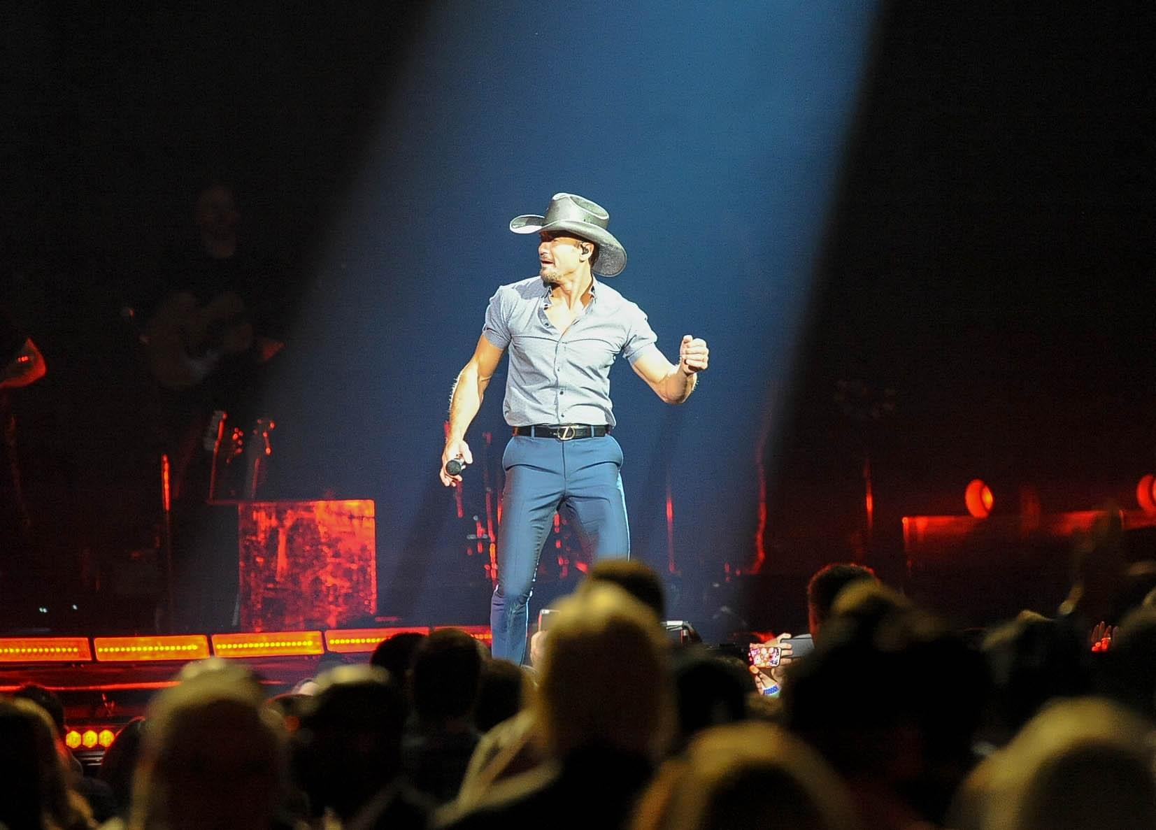 """Tim McGraw Is Ready To """"Stand Up To Cancer"""" !"""