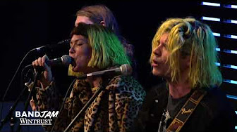 Grouplove – Tongue Tied (Wintrust Band Jam)
