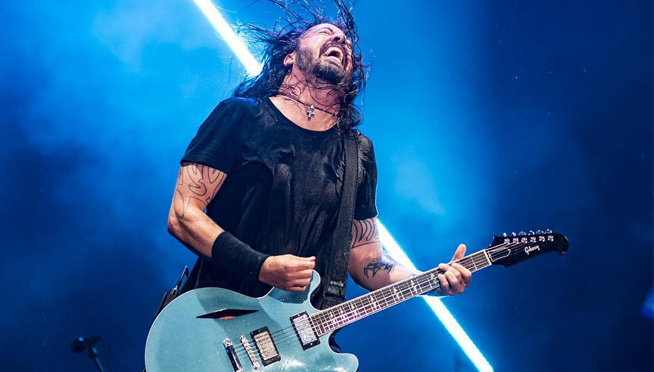 """Dave Grohl """"cries a little bit"""" at Weezer's cover of """"Lithium."""""""