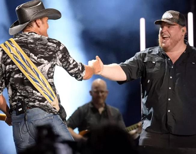 Tim McGraw Enjoys Bromance With Luke Combs At CMA Fest [VIDEO]