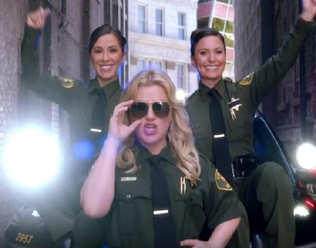 Kelly Clarkson Gets Real About Country Music In Q&A For New Show [VIDEO]