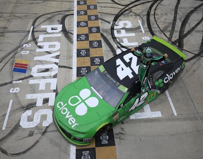 "Kyle Larson Wins NASCAR Race on ""Monster Mile"" of Dover [VIDEO]"